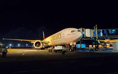emirates to bali angkut 233 penumpang kru ban pesawat boeing 777