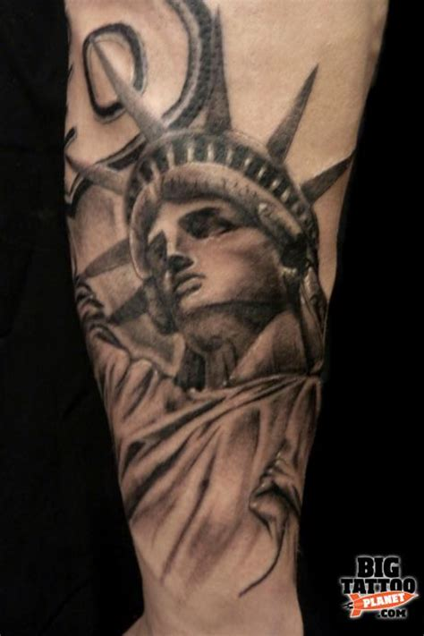 statue of liberty pin up tattoo tattoo s by richie joe carpenter black and grey tattoo big tattoo planet