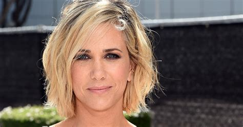 kristen wiigs hairstyles kristen wiig s new pixie cut is one more reason to watch