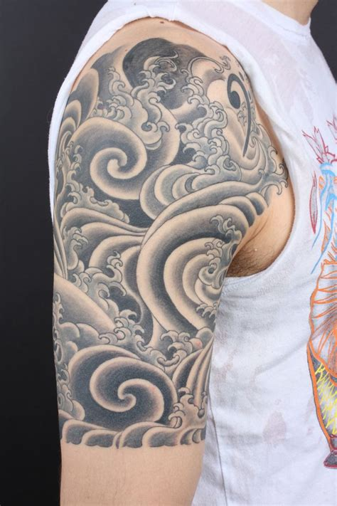 wave pattern tattoo 25 best ideas about japanese wave tattoos on pinterest
