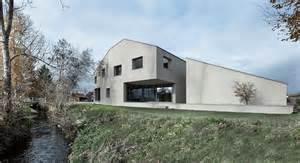 sichtbeton haus haus am bach dolmus architekten archdaily