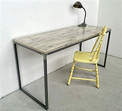 Diy Pallet Desk With Flat Box Metal Legs Pallet Diy Study Desk