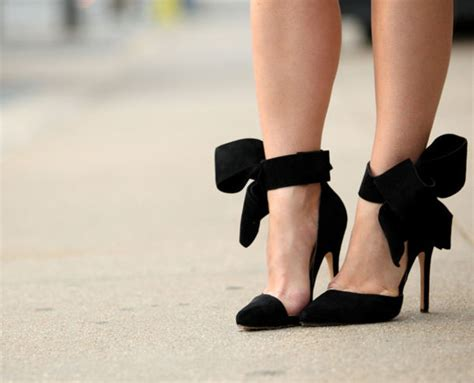 black high heels with a bow shoes bows high heels bow pumps pumps black pumps