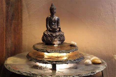 beleuchtung zimmerbrunnen zimmerbrunnen kasumi buddha feng shui schieferbrunnen