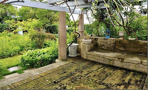 Garden Of Today Grey Gardens A Inside The Pergola Look
