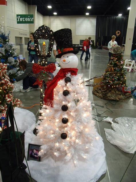 frosty snowman christmas tree ideas frosty snowman tree www imgkid the image kid has it