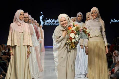 Busana Santri 20 foto busana muslim minang trilogy ria miranda foto 6