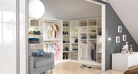 Begehbarer Kleiderschrank Mit Fenster by Begehbaren Kleiderschrank Selbst Konfigurieren