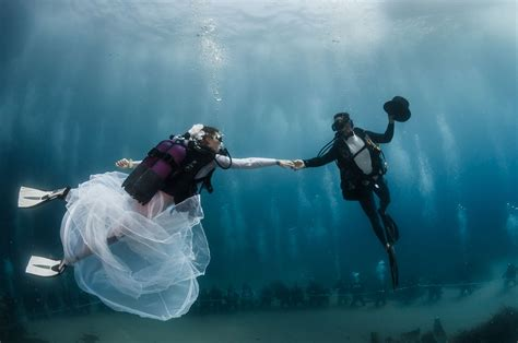 Wedding Underwater by Um Look At This New Underwater Wedding Chapel Awol