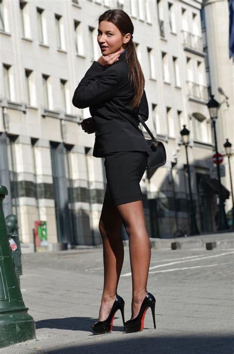 porter des bas nylons et des talons au quotidien chastity