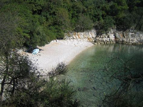 bucht die bank auch samstags wanderung in rabac entlang der k 252 ste kroatien