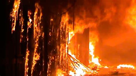 fire sweeps  aleppos  century souk