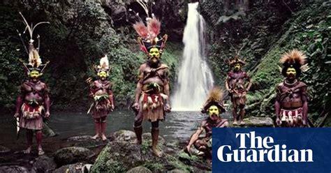 jimmy nelsons  photograph  huli wigmen  papua