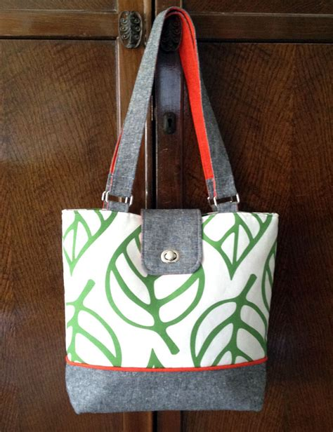 Diy Handmade Bags - diy tote bag add a pop of color with two sided fabric