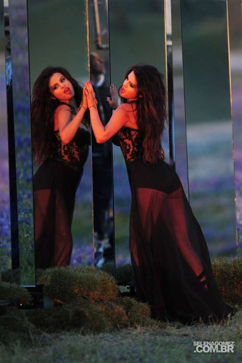 Come And Get It selena gomez come and get it photoshot and backstage 03