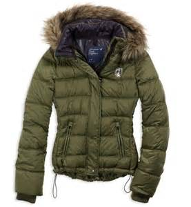 American eagle puffer jacket semi thin but warm the fur trimming of