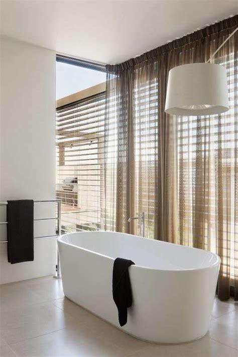 modelli tende per bagno scegliere le tende per il bagno foto design mag