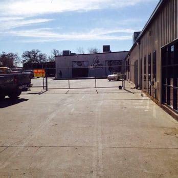 Gas Monkey Garage In Dallas by Gas Monkey Garage 75 Photos 25 Reviews Shops
