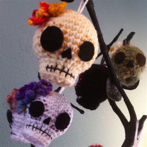 images  crochet skulls  pinterest hand crochet skull bracelet  day   dead