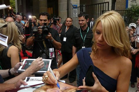 claire danes wiki file claire danes signing tiff08 jpg wikimedia commons