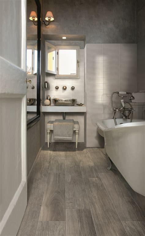 Bodenbelag Badezimmer by Bodenbelag Design Badezimmer Holzoptik Porzellan Badewanne