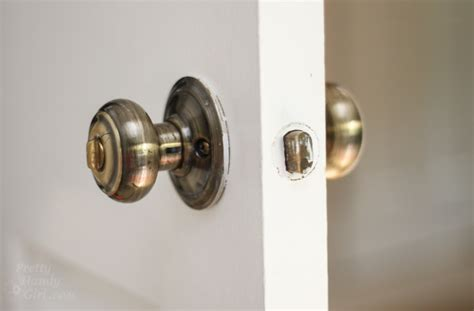 Door Knob Won T Turn by How To Replace Door Knobs And Deadbolts Pretty Handy