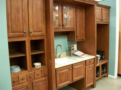 kitchen cabinets display file kitchen cabinet display in 2009 jpg wikimedia commons