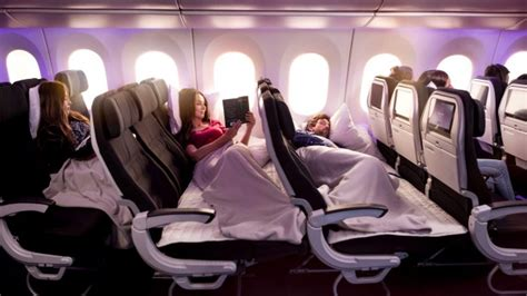 airline review air new zealand dreamliner economy skycouch chicago to auckland