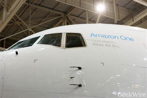 amazon prime air amazon prime airplane debuts after secret night flight