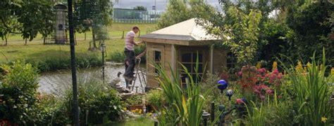 tuinhuis plaatsen op tegels tuinhuizen en blokhutten plaatsen tegelcentrum berkeltuin