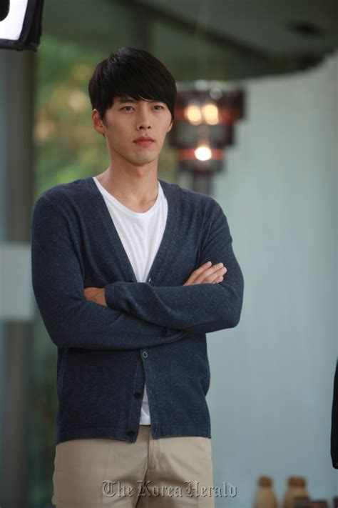 film korea terbaru hyun bin hyun bin to join the marines in march