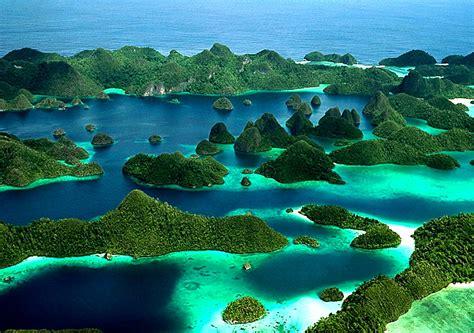 Di Indonesia 10 tempat wisata di indonesia yang wajib dikunjungi