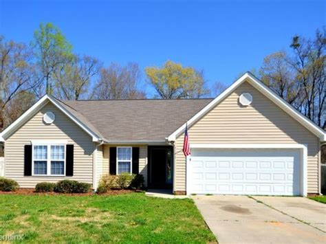 two family house for rent 3 bed 2 bath house for rent for single family charlotte