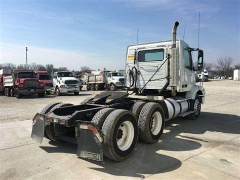 2000 volvo truck 2000 volvo vnm42200 day cab semi truck for sale 775 397