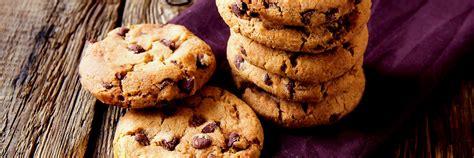 biscotti fatti in casa al cioccolato cookies al cioccolato fatti in casa le uova maia
