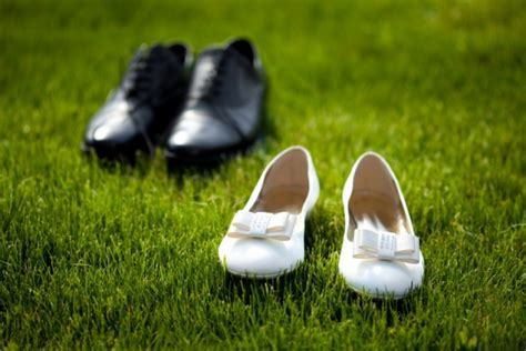 Free Stock Images: Wedding Shoes in the Grass Field   ELSOAR