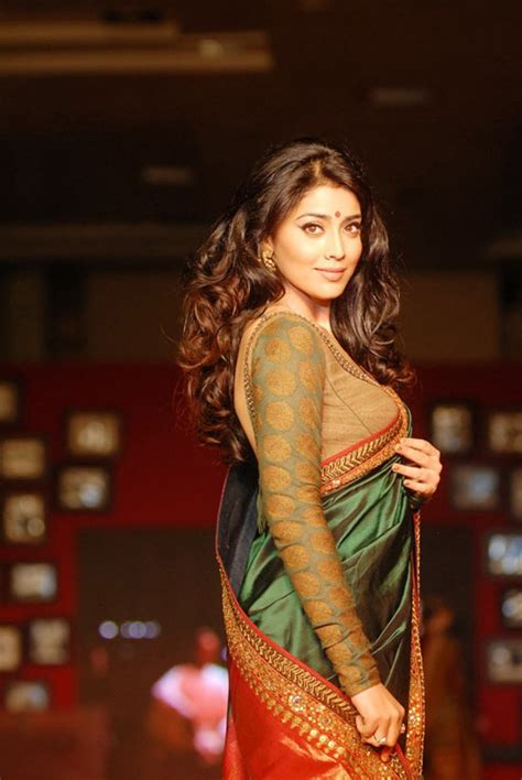 shriya sareeblousefashioncom shriya saran in saree fashion show gallery