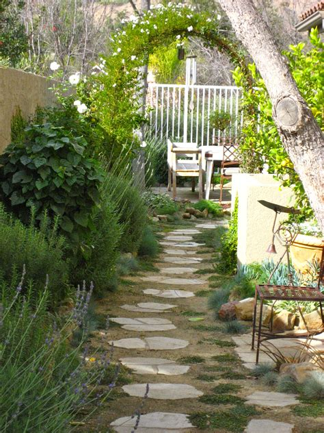 backyard gardening tips side yard landscaping ideas pinterest and landscaping side