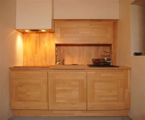 cuisine en hetre massif modele de cuisine en bois massif mzaol com