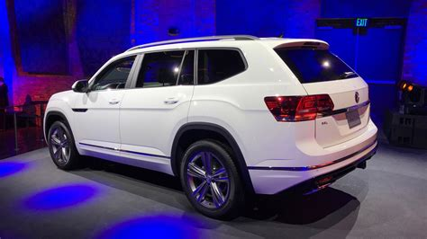 volkswagen atlas r line vw atlas r line shows its sporty in detroit