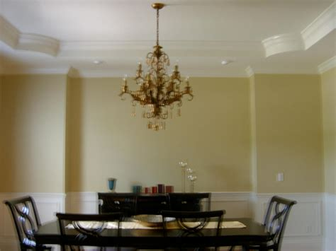 traditional dining room with crown molding by