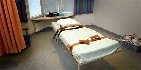 futon pflege fixierbett in der ddr psychiatrie gdr psychiatry restraint