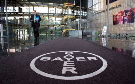 bayer sede bayer retrasa el cierre de la compra de monsanto a