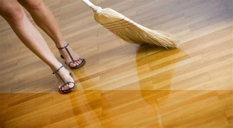 Minyak Loby tips merawat lantai kayu harga lantai kayu murah