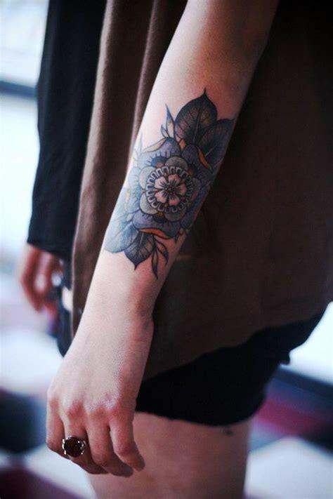 fiori di loto sul braccio 1001 idee di tatuaggi fiori per scegliere quello ad hoc