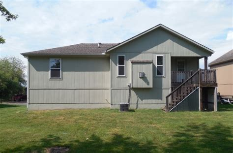 Houses For Sale Peculiar Mo by 309 Poplar St Peculiar Mo 64078 Bank Foreclosure Info
