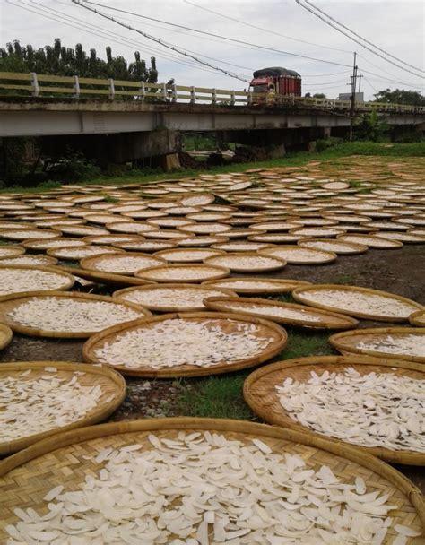 curah hujan tinggi produksi kerupuk lokal turun kumparancom
