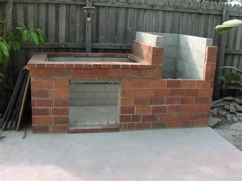plinth at bottom rather than brick places bricks how to build a brick barbecue diy projects for everyone page 2