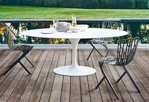 outdoors breakfast table saarinen tulip outdoor dining table by knoll stylepark