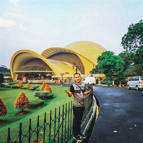 bioskop keren jurassic world 19 tempat wisata keren di jalur jakarta sukabumi untuk